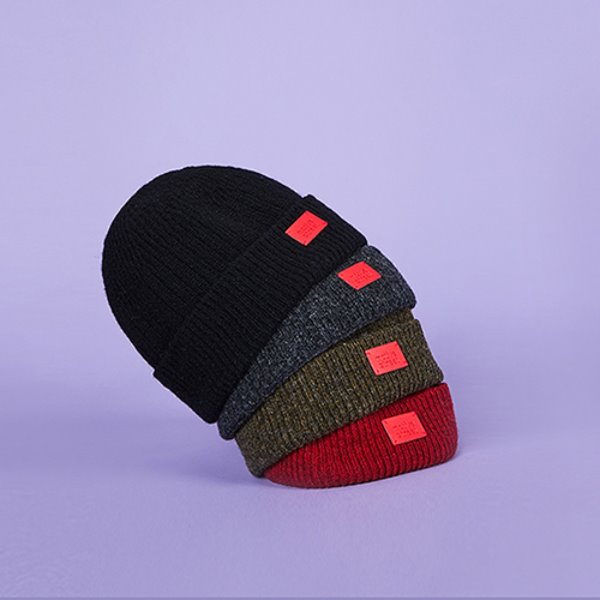 RED WAPPEN SHORT BEANIE